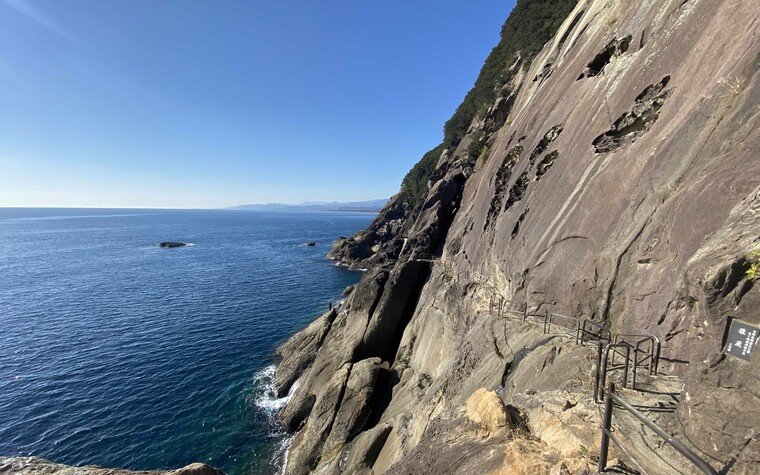 Oniga-jo 'demon' cliffs in Kumano-shi, Wakayama. You can visit the cliffs while playing golf in Wakayama, Japan.