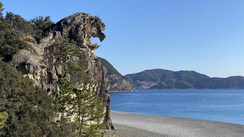 The Shishi-Iwa rock formation on the Kumano coast in Wakayama. You can visit the rock while playing golf in Wakayma, Japan