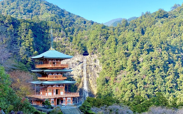 A photo of the Kumano Nachi Taisha Grand Shrine pagoda next to the Nachi waterfall which you can visit while playing golf in Mie, Japan